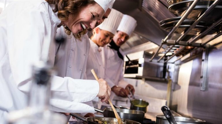 10 Steps to becoming a professional chef according...